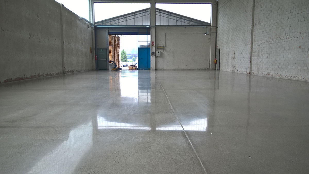 Pavimento lucido a specchio quali sono le finiture possibili per il gres porcellanato - Verniciare piastrelle pavimento ...